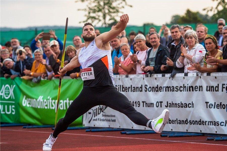Johannes Vetter versuchte in Thum trotz diverser Probleme mit dem Belag alles, um den Zuschauern eine gute Show zu bieten.