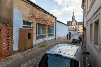 Wenn die Stadt Penig das alte Brauereigelände erworben hat, soll der marode Gebäudekomplex (links im Bild) abgerissen werden. Im gegenüberliegenden Gebäudeteil will die Stadt eine kleine Brauerei errichten.