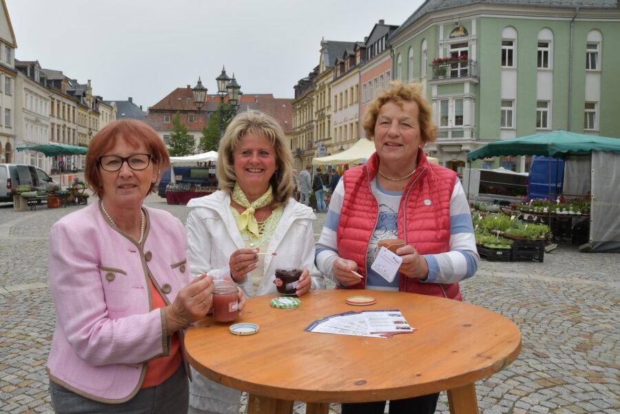 Siegerin Elke Löwe (Mitte) mit der Zweitplatzierten Kerstin Thiede (rechts) und der Drittplatzierten Monika Müller (links).