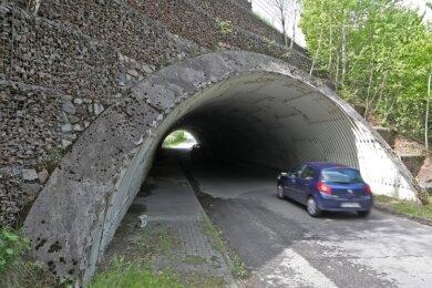 """Die Deckenbeleuchtung im Tunnel Lerchenstraße im Gewerbegebiet """"Am Sachsenring"""" in Oberlungwitz wurde demoliert."""