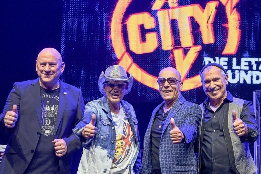 2023 ist Ende Gelände: Keyboarder Manfred Hennig (69), Gitarrist Fritz Puppel (76), Sänger Toni Krahl (71) und Geiger Georgi Gogow (73) von City bei der Verkündung ihrer Abschiedspläne.
