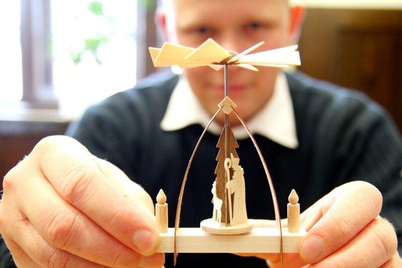 """<p class=""""artikelinhalt"""">In diesem Jahr haben die Werdauer eine eigene Pyramide. Allerdings ist sie nur zwölf Zentimeter groß und für zuhause gedacht. Hergestellt hat sie eine Firma aus Augustusburg. </p>"""