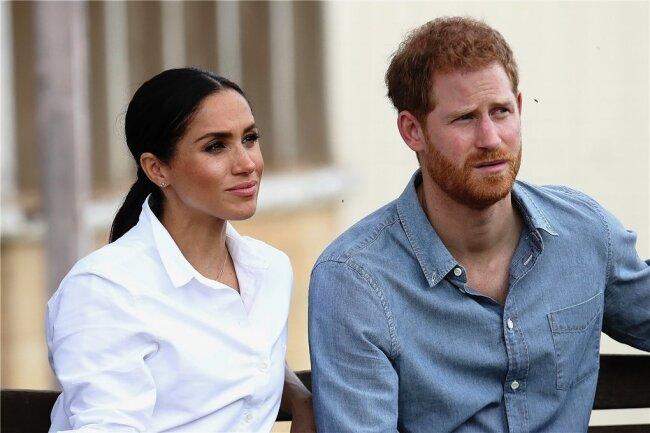 Mit ihren Enthüllungen, die sie Journalisten steckten, rechnen Meghan und Harry mit dem Königshaus ab.