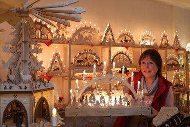 Margrit Poller hofft, mit dem Anmieten des Ladengeschäfts am Schwarzenberger Markt zumindest etwas Umsatz zu generieren.