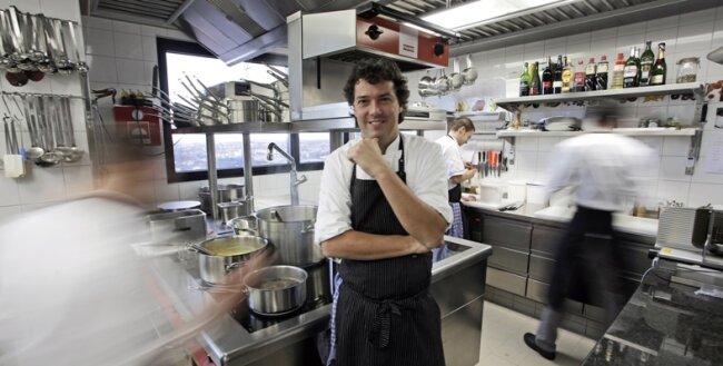 Ein Blick in die Küche des Leipziger Gourmetrestaurants Falco. Peter Maria Schnurr leitet das einzige Restaurant in Ostdeutschland, das seit Jahren zwei Michelin-Sterne trägt.
