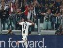 Mario Mandzukic bejubelt seinen Treffer mit den Fans
