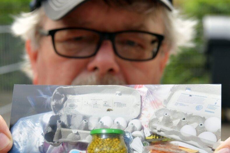 Babybrei, Senf, Quark, Eier: Thomas Berger hat diese Lebensmittel - zum Teil originalverpackt und noch nicht verfallen - in einer Restmülltonne fotografiert. Der 69-Jährige wohnt seit 30 Jahren im Külzgebiet und hat sich dafür stark gemacht, dass die Gelben Tonnen wieder aufgestellt werden.