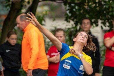 Luise Schmidt (U 16) von der LG Mittweida stieß die Kugel auf 11,20 m und gewann Silber. Im Diskuswerfen gab es für 30,46 m sogar Gold.