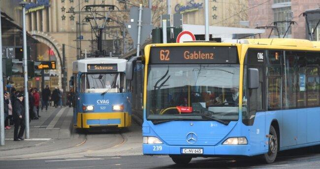 Es war die größte Umgestaltung im Chemnitzer Nahverkehr seit Jahren: Anfang Dezember 2017 nahm die Chemnitzer Verkehrs AG ein neues Liniennetz inBetrieb. Wie das bei den Nutzern von Bus und Bahn ankommt und wo diese Nachbesserungen erwarten, zeigen die Ergebnisse einer Umfrage.