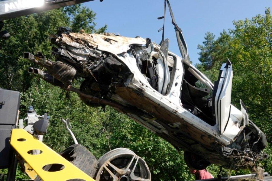 Am 16. August vorigen Jahres gegen 5 Uhr ereignete sich auf der A4 zwischen Siebenlehn und Berbersdorf ein tödlicher Unfall mit einem Mercedes. Dem Fahrer steht ein Prozess wegen fahrlässiger Tötung bevor.