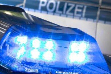 """Aus der Anlage """"Heimatscholle"""" in Plauen haben Unbekannte ein schwarzes und ein grünes Kleinkraftrad entwendet."""