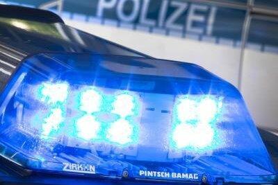 Dank eines Zeugenhinweises hat die Polizei einen VW-Fahrer ermittelt, der im Verdacht steht, am Sonntagabend eine Fußgängerin in Lichtentanne angefahren zu haben