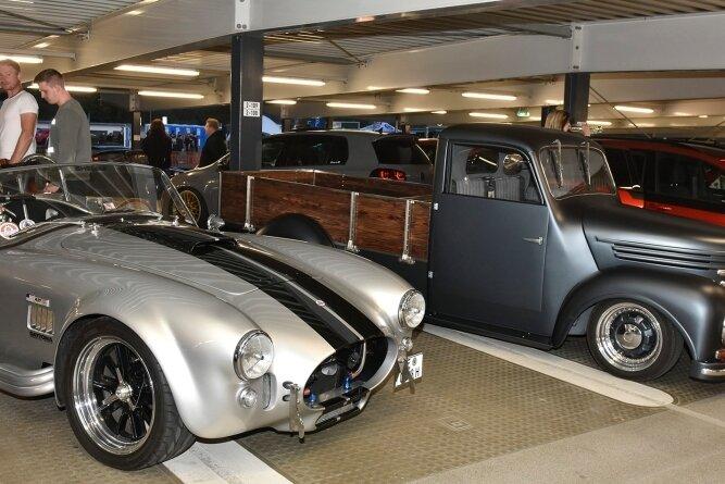 Tuning-Treffen in Schöneck: 250 Autos kamen ins Parkhaus.