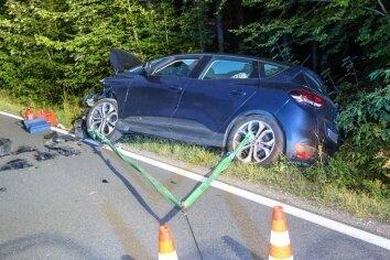 Drei Menschen wurden bei dem Unfall schwer verletzt.