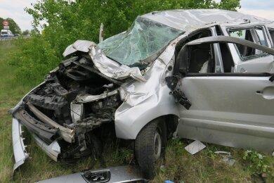 Ein Pkw der Marke Peugeot hat sich gegen Freitagmittag auf der Autobahn 72 in Fahrtrichtung Chemnitz überschlagen.