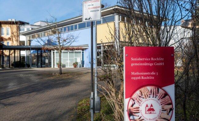 Im Seniorenpflegeheim der SSG Rochlitz, hier der Eingangsbereich mit Cafeteria, sind wegen Coronafällen derzeit keine Besuche erlaubt.