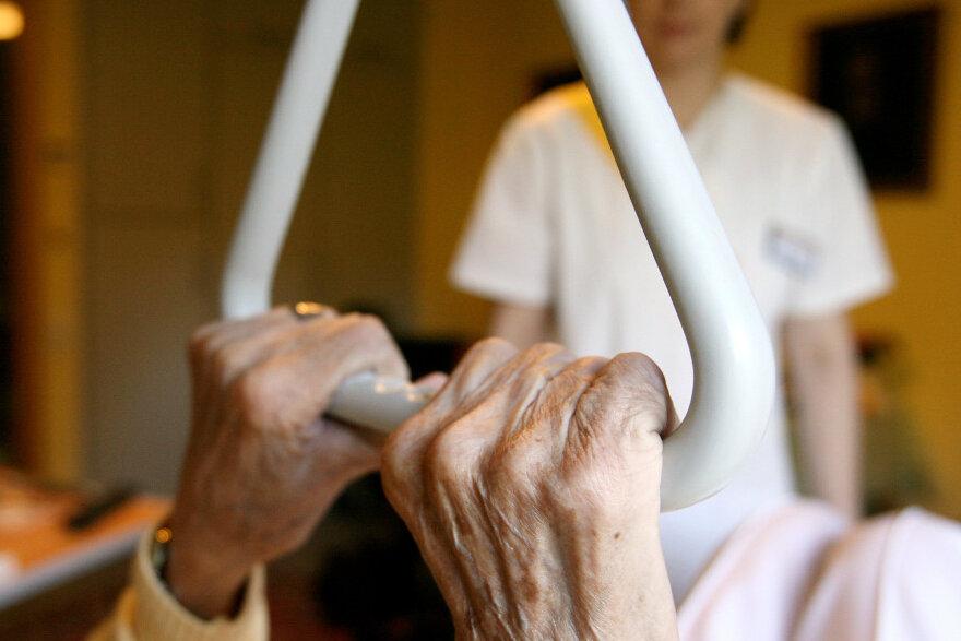Alten- und Krankenpfleger sollen mehr Lohn erhalten