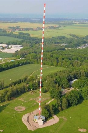 Seit 1953 steht der Funkturm an der A 4, am Sonntag soll er fallen.