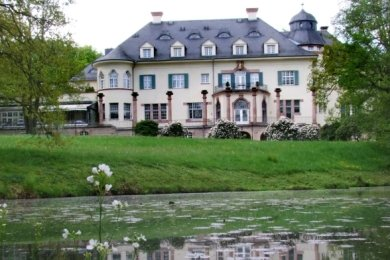 Schloss Wolfsbrunn gehört seit 1997 den Gebrüdern Leonhardt. Sie sanierten es damals für zehn Millionen Mark.