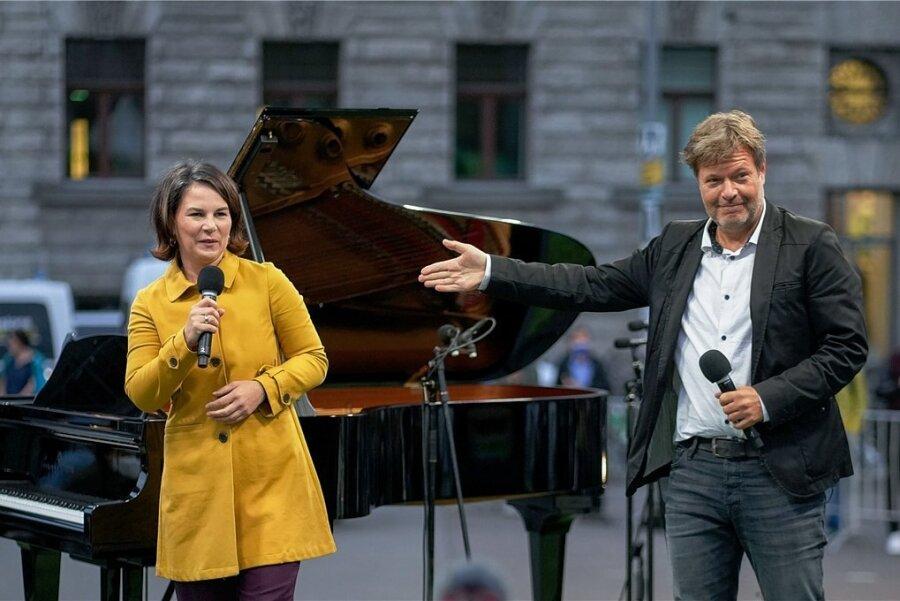 Einschwören auf die letzten Meter: Grünen-Spitzenkandidat Robert Habeck und Kanzlerkandidatin Annalena Baerbock bei der Wahlkampfveranstaltung am Freitag in Leipzig.