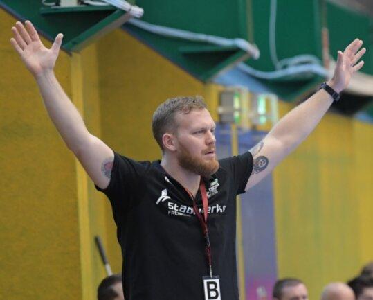 Etwas ratlos: HSG-Trainer Alexander Matschos musste sich zuletzt zwar um seine Mannschaft keine Gedanken machen - wie die Saison nun aber weitergeht, bereitet ihm schon einige Sorgen.