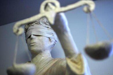 Wegen schweren Raubes stand ein (Ex-)Pärchen aus Auerbach in Zwickau vor Gericht. Die beiden kamen glimpflich davon.