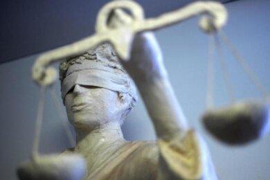 Ein 40-Jähriger muss sich seit Mittwoch vor dem Landgericht in Chemnitz verantworten.