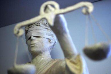 Es waren drastische Anklagepunkte, wegen denen sich ein 26-jähriger Treuener am Dienstag vor dem Amtsgericht Auerbach verantworten musste.