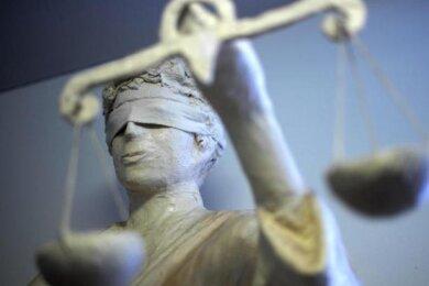 Im Prozess um Munitions- und Sprengstoffklau bei der Elite-Einheit KSK bohrt der Richter jetzt an Schutzbehauptungen des Angeklagten Philipp S.