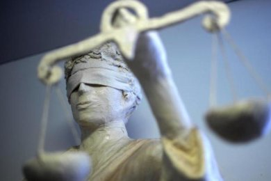 Im Berufungsprozess gegen einen 32-jährigen Sportschützen aus Hartmannsdorf, der seine ehemalige Freundin im Juni 2018 mit einer Schusswaffe bedroht haben soll, ist am Mittwoch am Landgericht Zwickau das zweite Urteil gefallen.