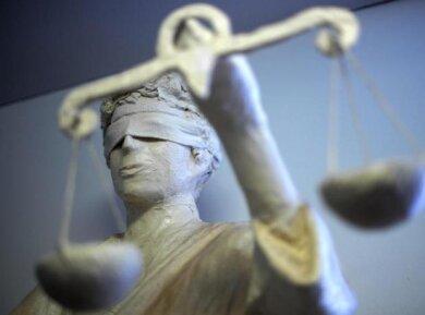 Vergewaltigung, Nötigung und Bedrohung warf Staatsanwältin Anja Schneider dem 30-jährigen Angeklagten vor.