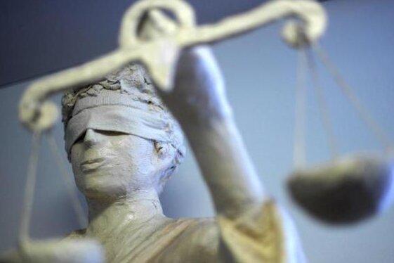 Mehrfache Brandstiftung auf eigenem Bauernhof: Anklage gegen 39-jährigen Plauener