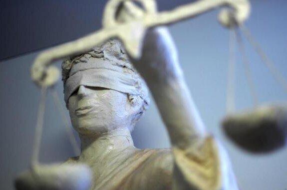 Nach tödlicher Messerstecherei in Freiberg: Angeklagter äußert sich zu Tatvorwürfen