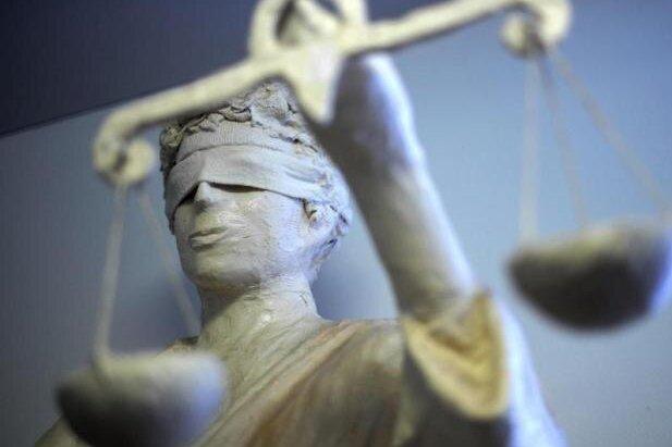Prozessauftakt: Zwei Schüler wegen Körperverletzung mit Todesfolge angeklagt