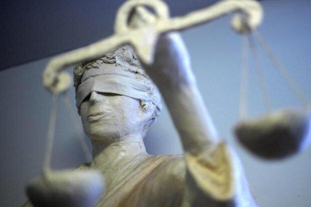 Zwei junge vorbestrafte Treuener standen vor Gericht, weil sie einen Polizisten angegriffen haben sollen. Noch ist der Prozess nicht vorbei.