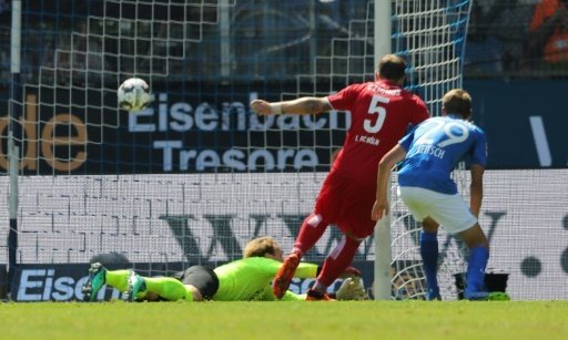 Rafael Czichos (Nr. 5) trifft zum 2:0-Endstand