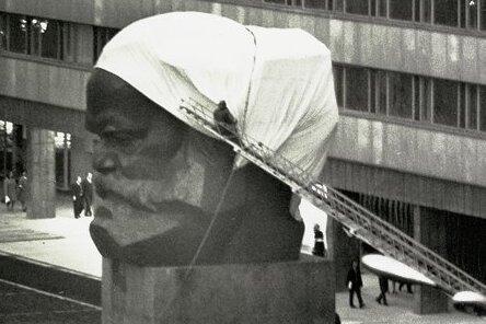 Vor der Enthüllung des Karl-Marx-Monuments im Jahre 1971.