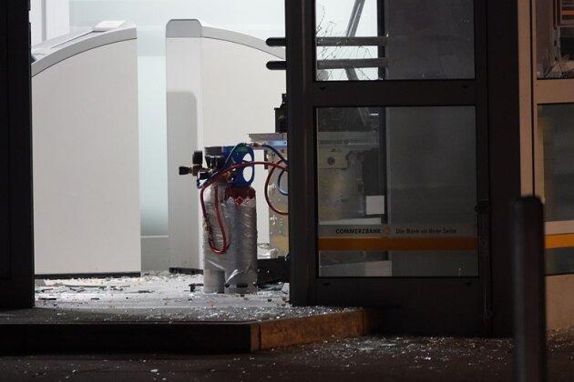 Am frühen Dienstagmorgen ist ein Geldautomat in der Commerzbank-Filiale im Gablenz-Center gesprengt worden.