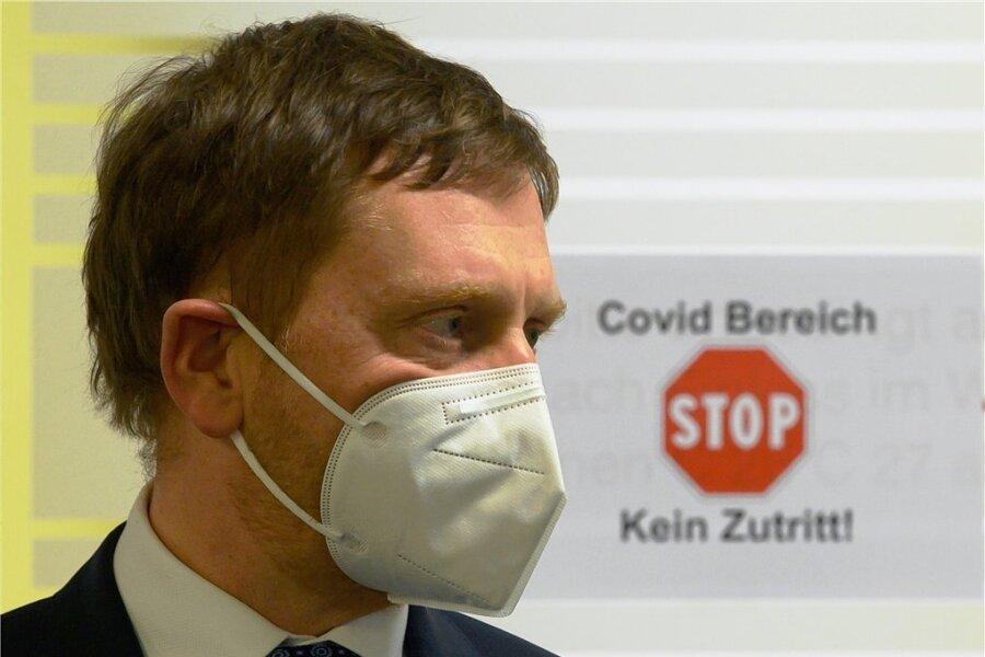 Sachsens oberster Krisenmanager und Ministerpräsident Michael Kretschmer beim Besuch einer Dresdner Klinik in dieser Woche.