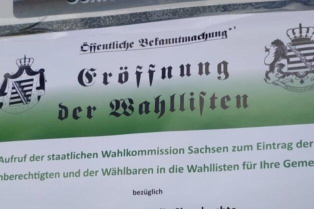 """Laut den sächsischen Verfassungsschützern sollen die Plakate """"einen offiziellen und 'amtlichen' Anschein erwecken""""."""