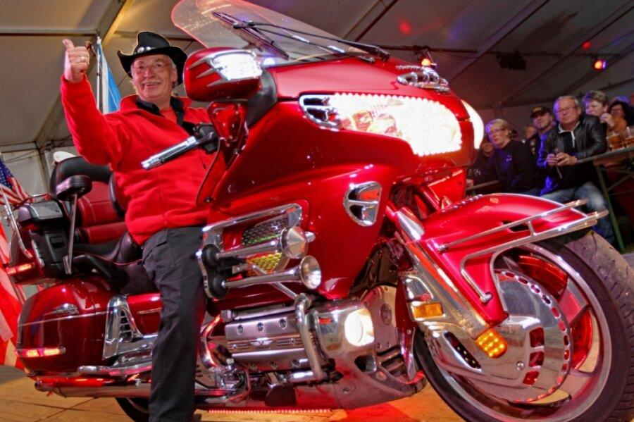 Motorradfans rücken an
