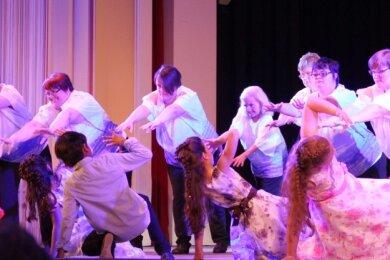 """Das Projekt """"Viel Harmonie Tanzt"""" war eines der ersten der Förderperiode 2014 bis 2020. Dabei inszenierten Musiker und Tänzerinnen, Zugewanderte und Menschen mit Behinderung Beethovens """"Pastorale"""" auf eigene Weise."""