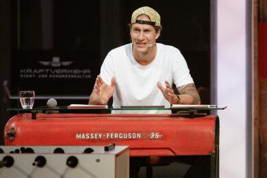 """Malte Ziegenhagen als Moderator der Internet-Talkshow """"Kraftverkehr live"""""""