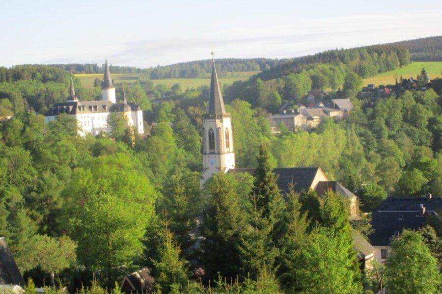 In der Schwartenberggemeinde Neuhausen arbeitet seit August ein neuer Bürgermeister. In der Erzgebirgskommune warten zahlreiche Aufgaben auf den gebürtigen Neuhausener.
