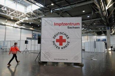 Fehlt nur noch der Impfstoff: Wie hier in der Messe Leipzig entstehen landesweit Impfzentren.