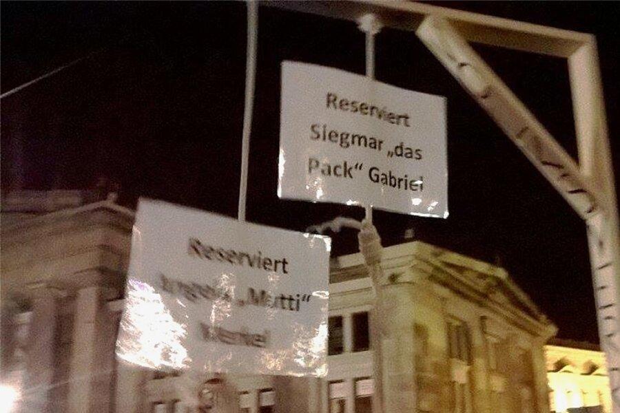 """Wegen seiner für Bundeskanzlerin und Vizekanzler """"reservierten"""" Galgen blieb der Bastler damals strafrechtlich ungeschoren."""