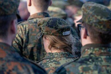 Einst undenkbar, heute gängig: Die Bundeswehr wirbt auch um Soldatinnen.