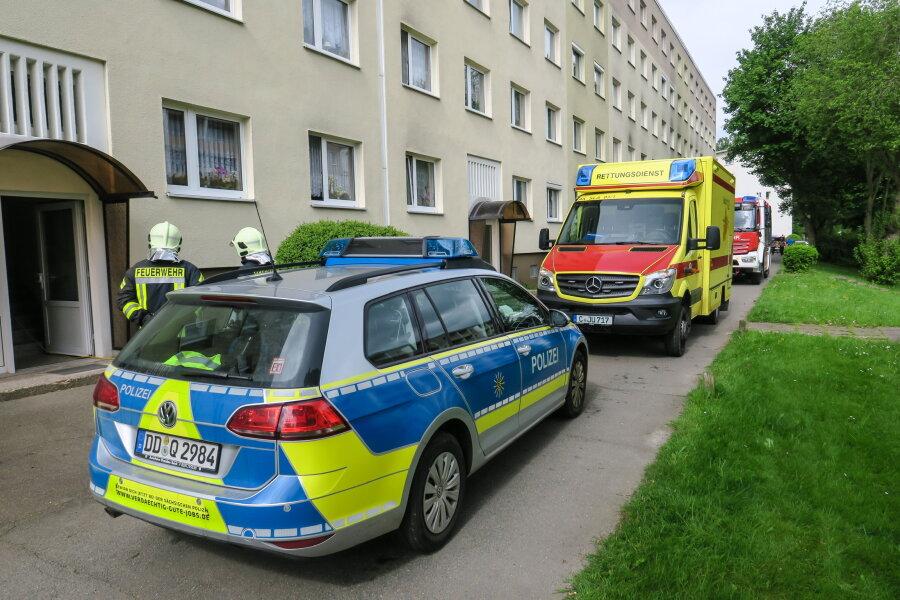 Feuerwehreinsatz wegen Matratzenbrand in Mehrfamilienhaus