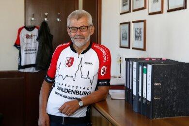 Neben seinem Amt als Bürgermeister hält sich Bernd Pohlers mit Fahrrad fahren fit.