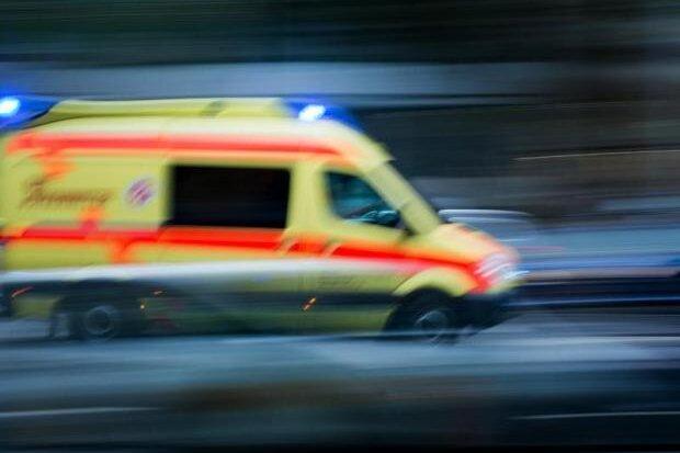 Mann bei Arbeitsunfall in Schwarzenberg schwer verletzt